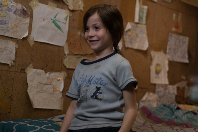 Der fünfjährige Jack lebt sein ganzes Leben schon in einem geschlossenen Raum.