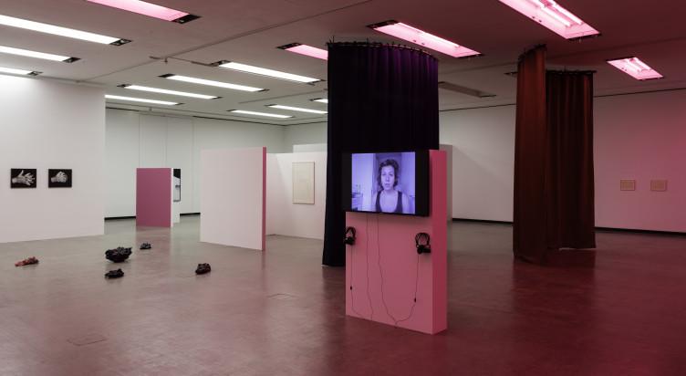 Installationsansicht: Mehr als nur Worte [Über das Poetische], Kunsthalle Wien 2017, Foto: Stephan Wyckoff