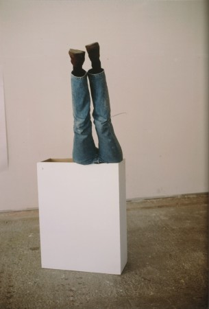 Erwin Wurm: One Minute Sculpture, 1997, Abzug 2002