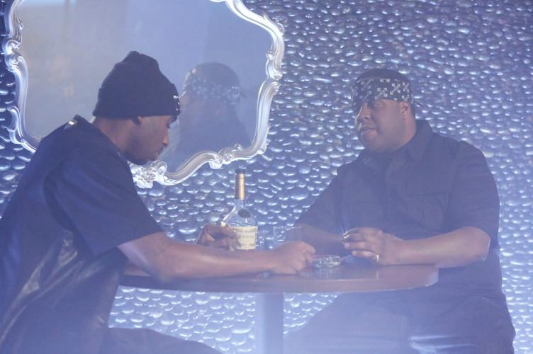 Tupac verdächtigt seinen Kollegen Notorious B.I.G., in ein Attentat auf ihn eingeweiht gewesen zu sein.