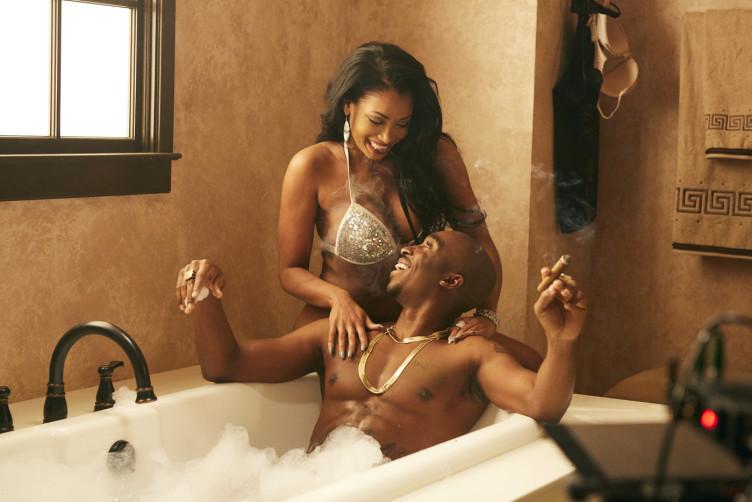 Tupac war nicht nur in seinen Musikvideos gern von Frauen umgeben.