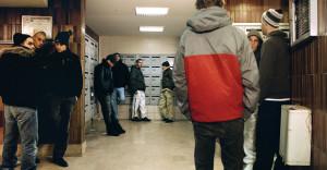 Mohamed Bourouissa, Carré rouge (aus der Serie Périphérique), 2005, © ADAGP Mohamed Bourouissa