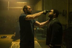 Eine freundliche Unterhaltung zwischen Merrimen (Pablo Schreiber) und Donnie (O'Shea Jackson Jr.)
