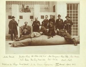 Selbstbildnis in seinem Wohn- und Arbeitsraum, um 1908, C Klimt-Foundation
