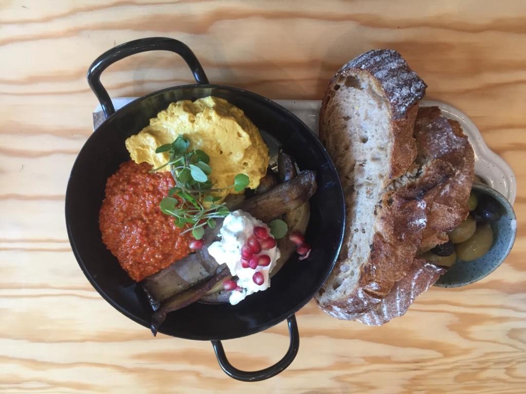"""Das """"Karma Breakfast Mezze"""" hat sich schnell seinen Weg in unser Herz gebahnt."""